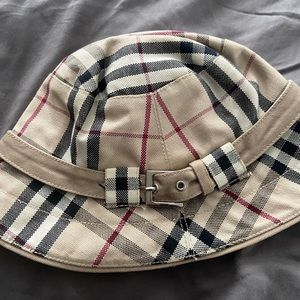 Women's small Burberry bucket hat